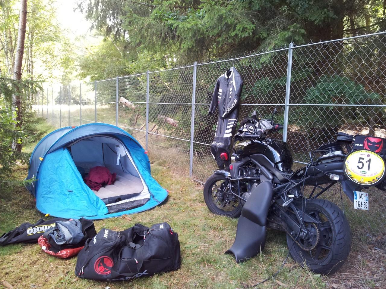 http://xpay.free.fr/CRs/Volcans%202015/camping.jpg